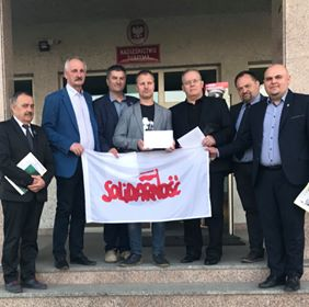 """NSZZ  """"Solidarność"""" przekazała środki na budowę Pomnika Żołnierzy Wyklętych w Mielcu"""