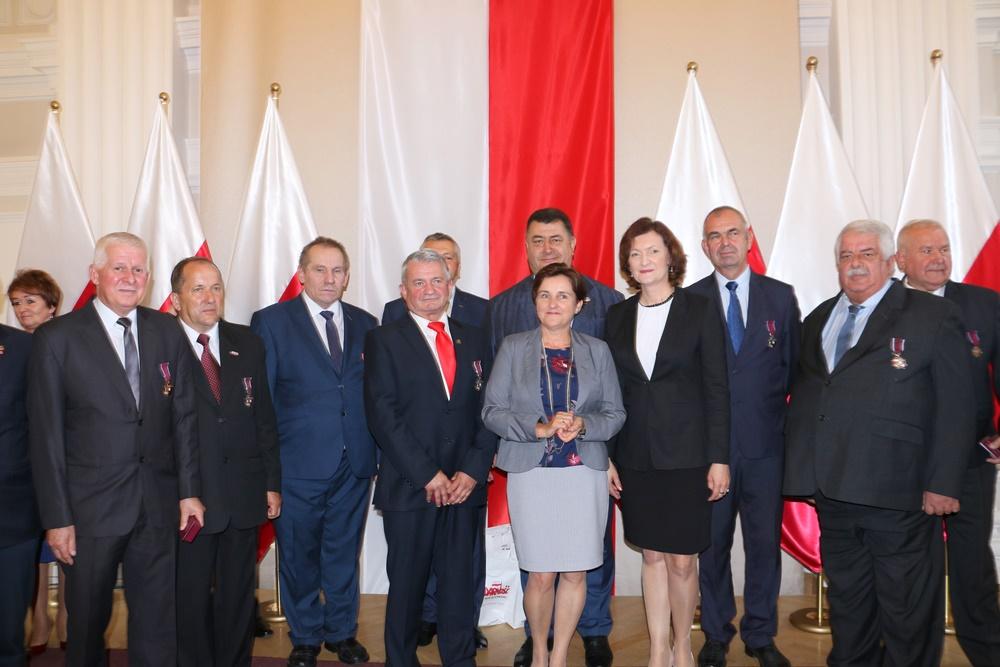 W imieniu Prezydenta RP wojewoda podkarpacki Ewa Leniart wręczyła odznaczenia państwowe. 11.09.2018