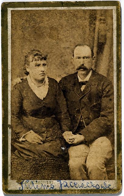 Fotografia przedstawia Ignacego Jacewicza z żoną Olimpią ze zbiorów Renaty Kunysz