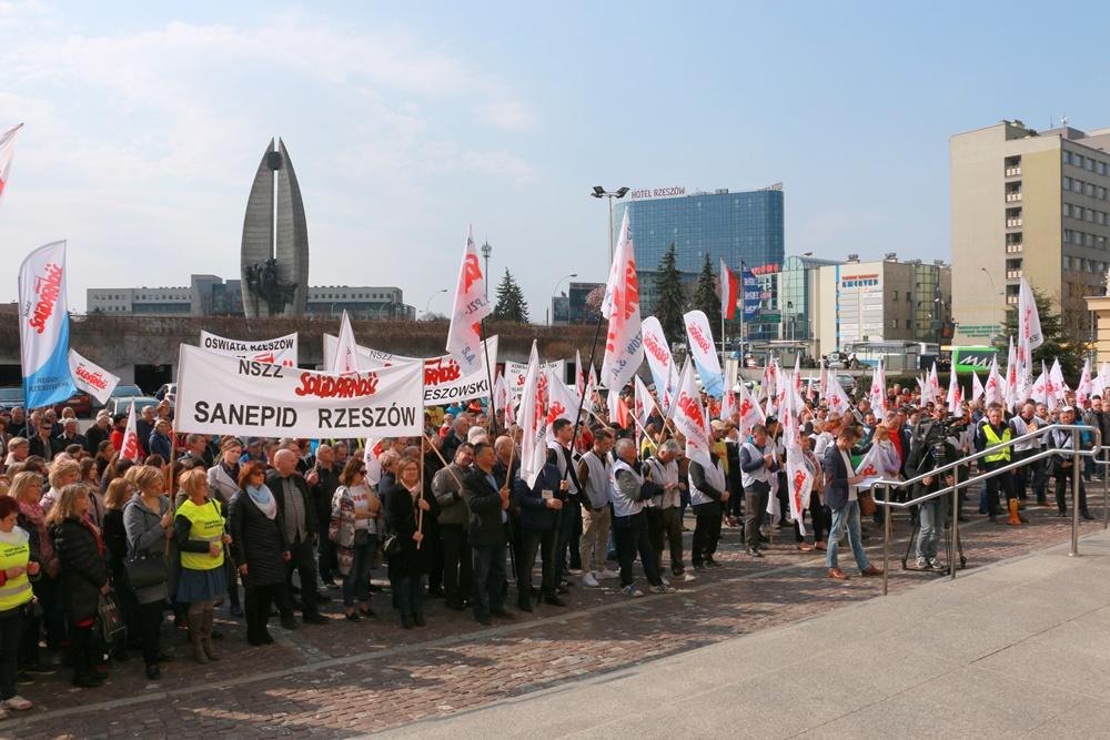 Protest przed Urzędem Wojewódzkim w Rzeszowie